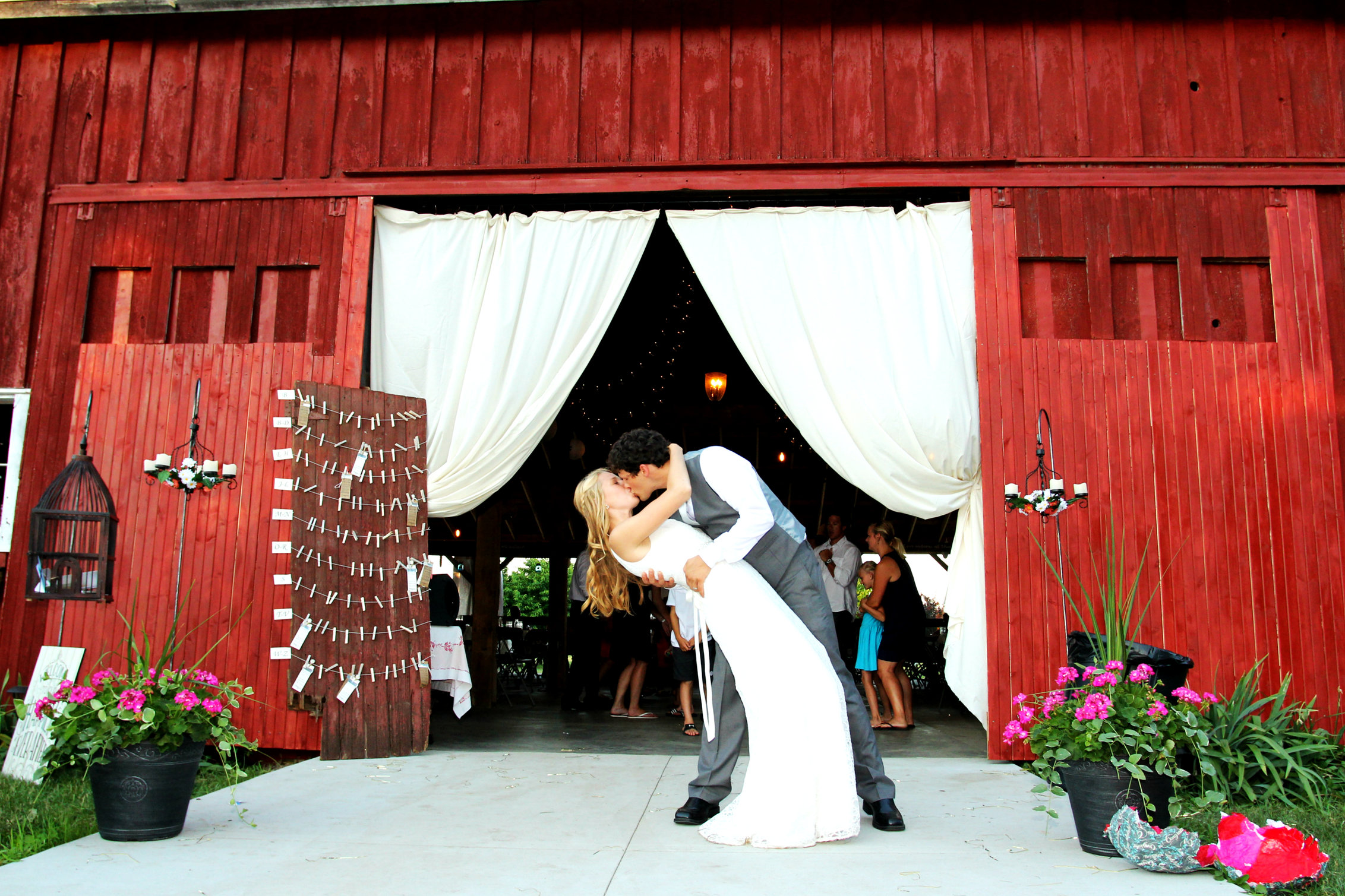 Blodgett Wedding Barn   Michigan Rustic Wedding Venues
