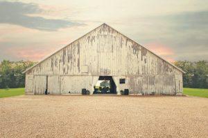 Barn wedding venue Barn on Boundary in Eaton, Indiana