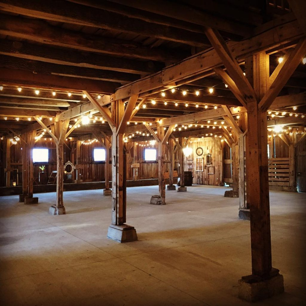 Barn wedding venue the Barn on Boundary in Eaton, Indiana